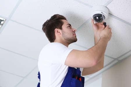 Foto für Professional CCTV technician working. - Lizenzfreies Bild