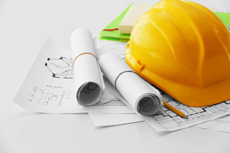 Photo pour Yellow helmet on the table with blueprints - image libre de droit