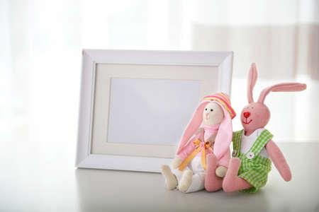 Foto de Kid's toys on the table in the room - Imagen libre de derechos