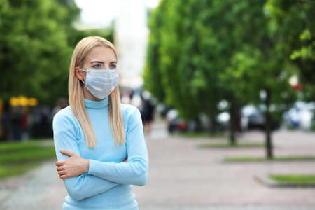 Photo pour Woman in protective mask outdoors - image libre de droit