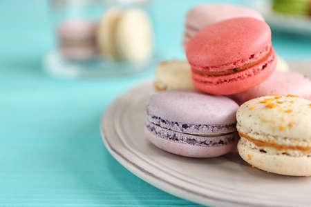 Photo pour Colorful tasty macaroons, close up - image libre de droit