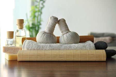 Photo pour Spa composition on wooden table - image libre de droit