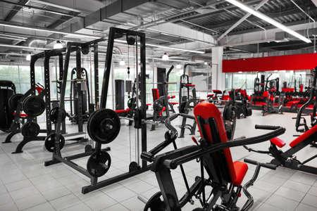 Foto de Weight lifting machines in gym - Imagen libre de derechos