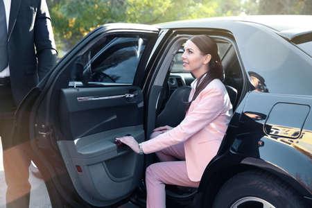 Foto de Businesswoman in luxury car - Imagen libre de derechos