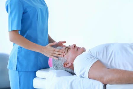 Photo pour Physiotherapist working with patient in clinic - image libre de droit