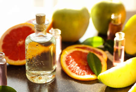 Photo pour Perfume bottles and fresh fruits on table - image libre de droit