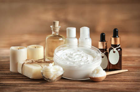 Photo pour Composition of Shea butter with cosmetic products on wooden table - image libre de droit