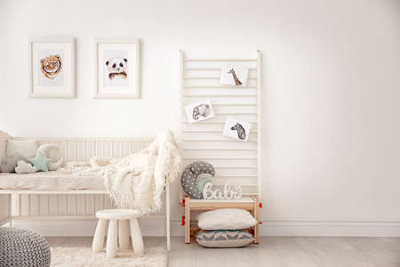 Photo pour Baby bedroom decorated with pictures of animals - image libre de droit