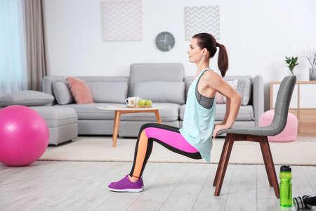 Foto de Young sporty woman doing exercise at home - Imagen libre de derechos
