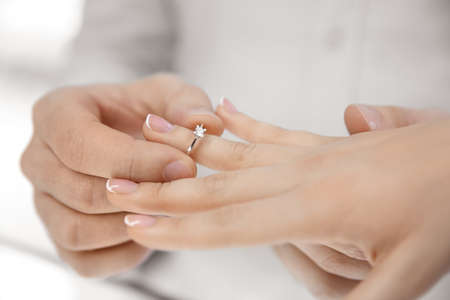 Photo pour Young couple choosing ring in jewelry store - image libre de droit