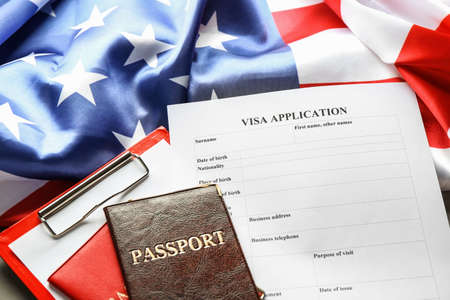 Photo pour Passports, American flag and visa application form on table. Immigration to USA - image libre de droit