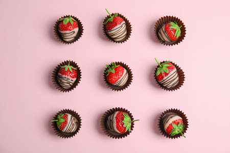 Foto de Flat lay composition with chocolate covered strawberries on color background - Imagen libre de derechos