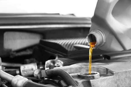 Photo pour Pouring oil into car engine, closeup - image libre de droit