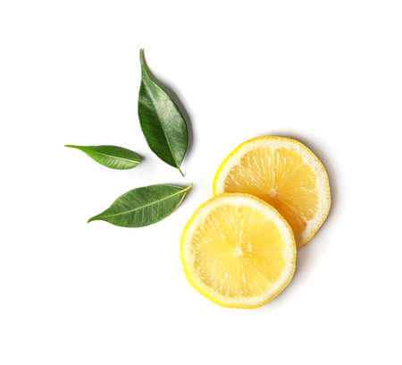 Photo pour Flat lay composition with lemon slices and leaves on white background - image libre de droit