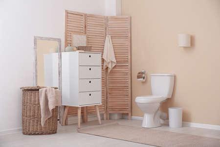 Photo pour Toilet bowl in modern bathroom interior - image libre de droit
