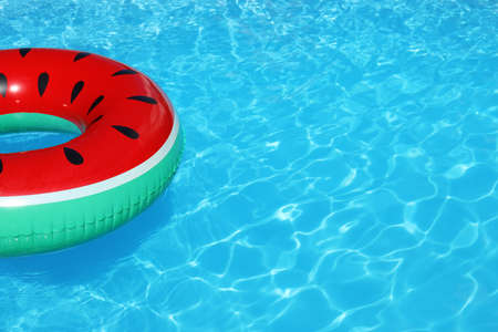 Photo pour Inflatable ring floating in swimming pool on sunny day. Space for text - image libre de droit