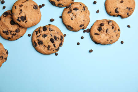 Photo for Delicious chocolate chip cookies on color background, flat lay. Space for text - Royalty Free Image