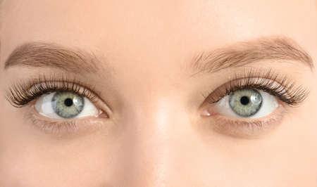 Photo pour Young woman with beautiful long eyelashes, closeup. Extension procedure - image libre de droit