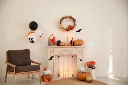 Photo pour Modern room decorated for Halloween. Idea for festive interior - image libre de droit
