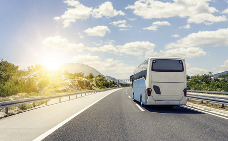 Photo pour Bus rushes along the asphalt high-speed highway. - image libre de droit