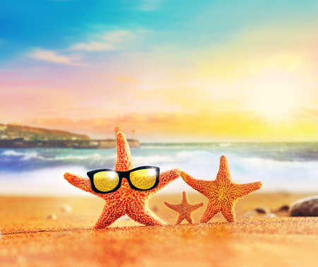 Foto de Summer beach. Starfish family in sunglasses on the seashore.Beach party. - Imagen libre de derechos
