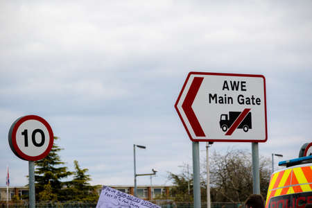 Photo pour Aldermaston, United Kingdom, 1st April 2018:- CND protesters gather outside the main gate to the AWE where Britain's nuclear warheads are made, on the 60th anniversary of the first CND march in 1958 - image libre de droit