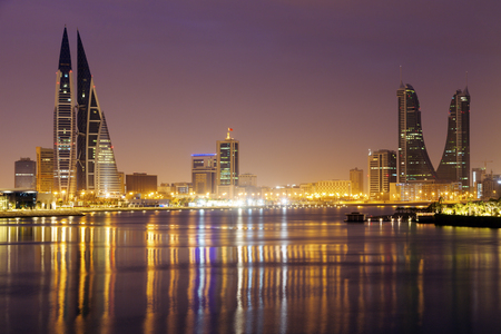 Foto de Modern architecture of Manama at night. Manama, Bahrain. - Imagen libre de derechos