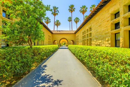 Photo pour Palo Alto, California, United States - August 13, 2018: Gate to Main Quad at Stanford University Campus, one of the most prestigious universities in the world, Silicon Valley, San Francisco Bay area - image libre de droit