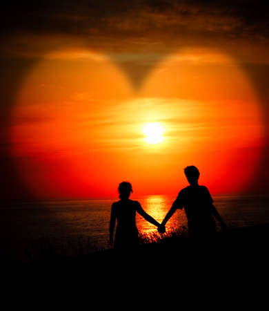 Photo pour Lovers at sunset - image libre de droit