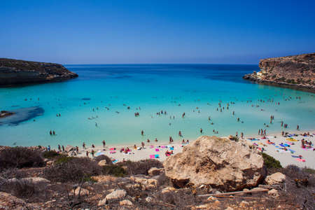 Foto de LAMPEDUSA, ITALY - AUGUST, 03: View of the most famous sea place of Lampedusa, It is named Spiaggia dei conigli,  in English language Rabbits Beach or Conigli island on August 03, 2018 - Imagen libre de derechos