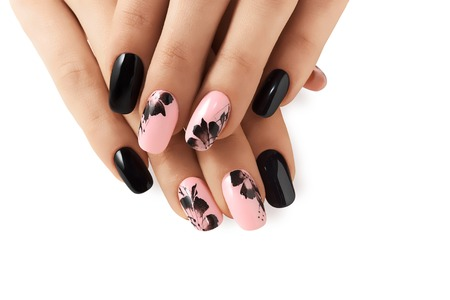 Photo pour Abstract floral pattern on pink nails black. - image libre de droit