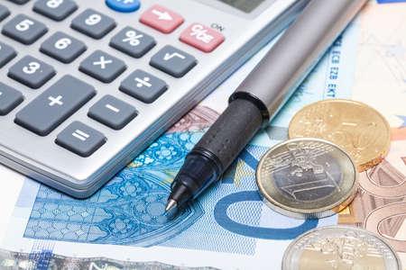 Foto de Pocket calculator and Euro money - Imagen libre de derechos