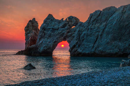 Photo pour Dramatic sunrise in Skiathos, Lalaria - image libre de droit