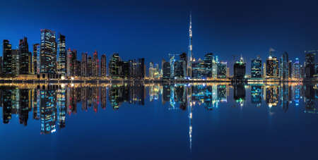 Foto per Dubai, business bay at the blue hour - Immagine Royalty Free