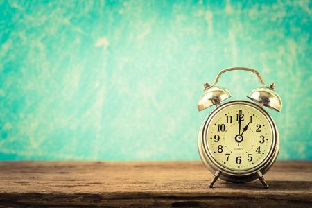 Foto de Vintage background with retro alarm clock on table - Imagen libre de derechos