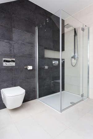 Photo pour Urban apartment - modern glass shower in bathroom - image libre de droit