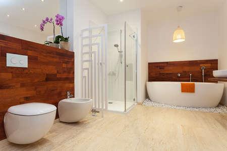 Photo pour Modern spacious warm bathroom with sower and bath - image libre de droit