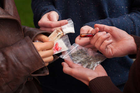 Foto de Drug dealer selling pills,marijuana and cocaine - Imagen libre de derechos