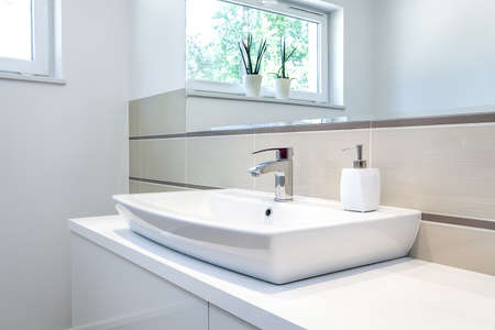 Foto de Bright space - a silver tap in a white bathroom - Imagen libre de derechos