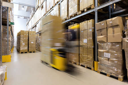 Photo pour Fork lift operator preparing products for shipment - image libre de droit