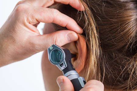 Foto de A professional hearing check-up at the doctor's - Imagen libre de derechos