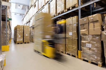 Photo pour Fork lift operator preparing products for shipment - image libre de droit
