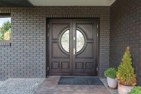Photo pour Main entrance to house - Wooden door with glass - image libre de droit