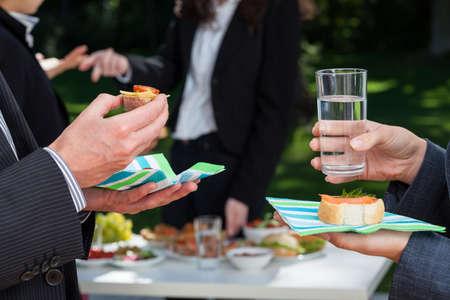 Foto de Business integration event in the garden outside the office - Imagen libre de derechos