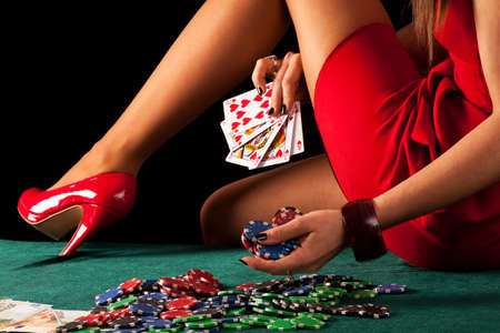 Foto de A sexy gambling woman with a poker royal flush - Imagen libre de derechos