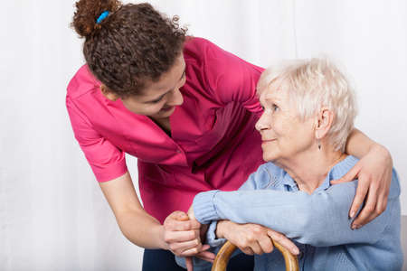 Foto de Beautiful nurse taking care of senior woman - Imagen libre de derechos