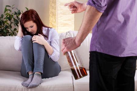 Foto de Horizontal view of an alcoholic problem in family - Imagen libre de derechos
