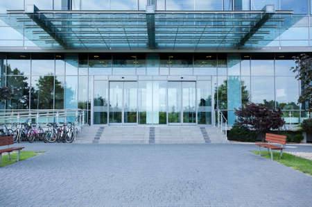 Photo pour Modern business centre from the outside, horizontal - image libre de droit