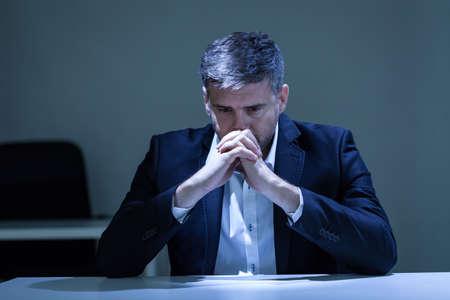 Photo pour Horizontal view of depression in the office - image libre de droit