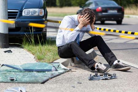 Foto de Sad man at road accident scene, horizontal - Imagen libre de derechos